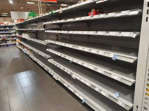 Naš čitatelj iz Njemačke: Opšti haos i gužve u trgovinama zbog koronavirusa, police su prazne