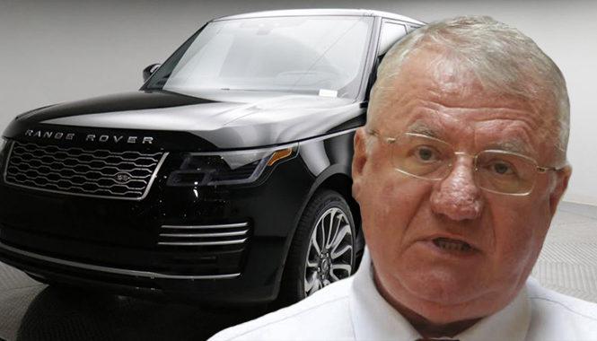 Vojislav Šešelj vozi automobil od 140.000 eura: Novac mu sestra donijela u vreći?