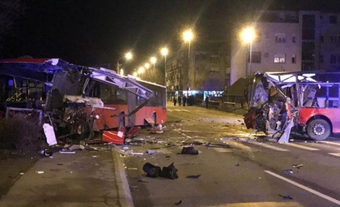 U stravičnom sudaru autobusa i putničkog vozila ima poginulih, vozač bježao sa lica mjesta…