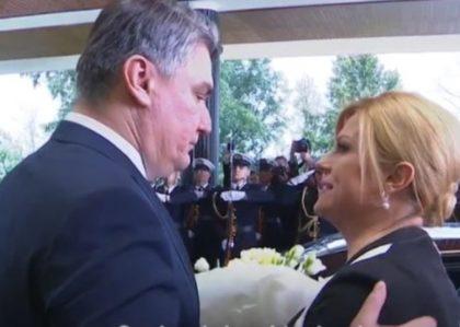 Hrvatska: Šta je Kolinda rekla Milanoviću nakon što joj je dao cvijeće i poljubio je?