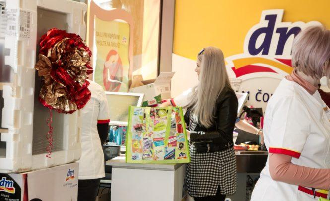 DM iz ponude trajno povlači plastične vrećice: Umjesto njih možete kupiti cekere koji koštaju do 3,45 KM