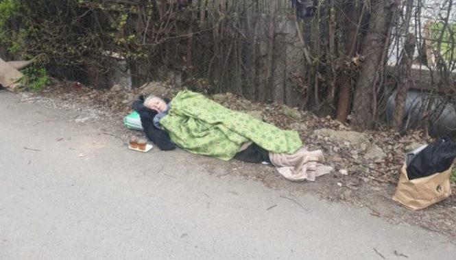 Hitna pomoć staricu ostavila na ulici, gdje je provela 24 sata