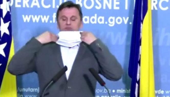 """Novalić imao """"problema"""" sa zaštitnom maskom: """"Zaveži je, nervira me"""""""