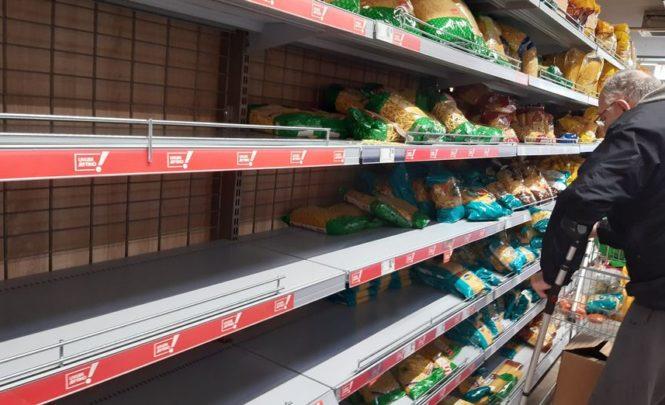 Evo šta kažu mikrobiolozi: Treba li prati i dezinficirati ambalažu i namirnice po povratku iz trgovine?